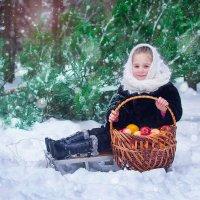 девочка в лесу :: Ванда Азарова