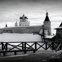 Вид на Псковский Кремль со смотровой площадки от Высокой башни. :: Fededuard Винтанюк