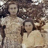 Лариса и Раиса. 1953 год :: Нина Корешкова