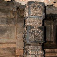 Базальтовые колонны в храме Хазари Рама :: Виктор Куприянов