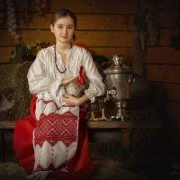 Варя с петухом и самоваром :: Людмила Лебедева