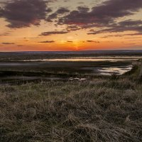 Весенний закат на рыбхозе :: Юрий Клишин