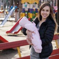 Счастливая молодая мамочка :: Андрей Майоров