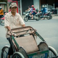 Взгляд вьетнамского рикши :: Александр Буслов