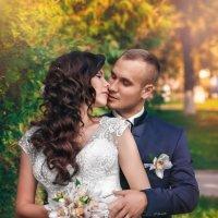 Свадебное фото на прогулке Денис и Виктория :: Studia2Angela Филюта