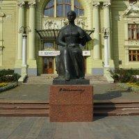 Памятник  Ольге  Кобылянской  в  Черновцах :: Андрей  Васильевич Коляскин