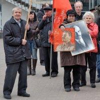 Под красными знаменами :: Николай Белавин