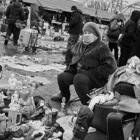 Блошиный рынок в Новоподрезково :: Ирина Бруй