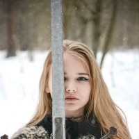 Заснеженный лес и милая дама с мечом. :: Victoria Efanova