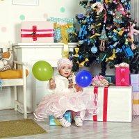 девочка с шариками :: Ольга Хабарова