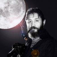 Автопортрет с Луной... :: Evgeny Berezin
