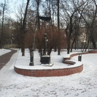 Элемент скульптурной композиции сквера «Москва́ — Петушки́» :: Владимир Прокофьев