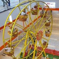 Зайцы на колесе обозрения в торговом центре :: Nina Yudicheva