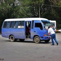 Любишь кататься, люби и... автобус толкать... :: Нина Бутко