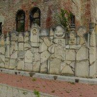 Еврейская  стена  скорби  в  Черновцах :: Андрей  Васильевич Коляскин