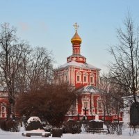 Храм Успения Пресвятой Богородицы с трапезной :: Денис Змеев