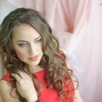 девушка в красном :: Анастасия Герасимова