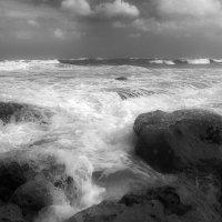 Прибой на пляже Пальмахим :: Юрий Вайсенблюм