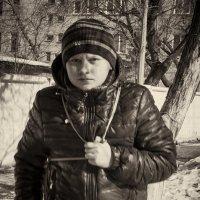 мальчик на улице весной :: Сергей Черепанов