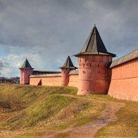 Могучие стены :: Константин