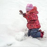 Ранняя весна в городе. Детские забавы (и пасмурный день в радость).. :: Elena Izotova