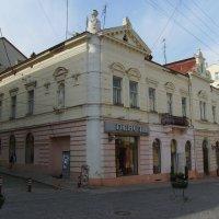 Жилищно - торговое  здание  в  Черновцах :: Андрей  Васильевич Коляскин