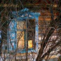 Отражается в окнах закат, блики солнца на стенах играют ... :: Евгений Юрков
