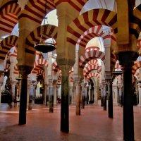 Собор в Кордобе. Этот интерьер - остаток мечети ,бывшей одной из главных муслим святынь. :: Эви и Владимир [][]][]]]]]