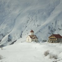 Церквушка в Гудаури :: Vitaly Tunnikov