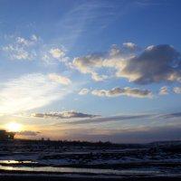 Пронизывая небо лучами заката :: JulO Юлия