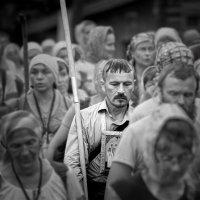 Знаменосец (Крестный ход) :: Владимир Чуприков