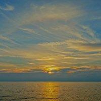 Нежный закат и немного гало. :: Elena Izotova