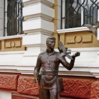Памятник Гоцману :: Александр Корчемный