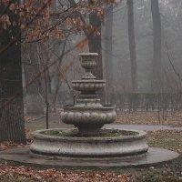Заброшенный фонтан :: Иван Волков