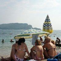 три девицы под зонтом... :: Елена Фёдорова