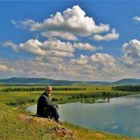 У озера :: Сергей Чиняев