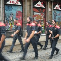 Испанская полиция не  ходит  шагом         Барселона :: Виталий  Селиванов