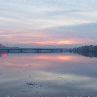 Рассвет в туманной дымке :: Valerii Ivanov