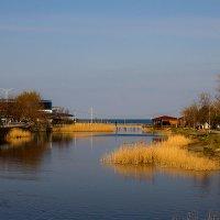 Там, где речка впадает в море... :: Ирина Рассветная