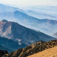 вид с пика горы :: Горный турист Иван Иванов