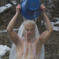 Ни мороз мне не страшен, ни жара, обливаются даже доктора :: Владимир Максимов