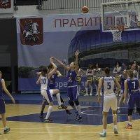 "Баскетбол женщины ""Динамо"" (Москва) - ""Енисей"" (Красноярск) :: Александр Аксёнов"