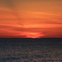 После заката-солнечная дорожка :: valeriy khlopunov