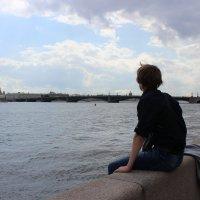 Юноша у Невы :: Ксения Роянова