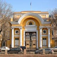 Арка у входа во дворец гетмана Разумовского :: Андрей Вестмит