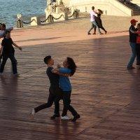 Танцы на набережной :: Angeline VukOlova