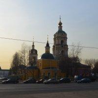 вид на церковь Сорока мучеников Севастийских и Новоспасский монастырь :: Галина R...