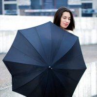 Девочка с зонтиком... :: Владимир Лупенко