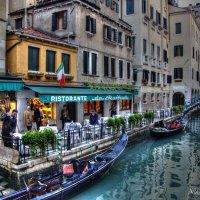 Обычная улочка в Венеции, Италия :: Николай Милоградский