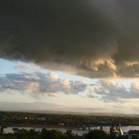 Грозовая туча над рекой :: Сергей Тагиров